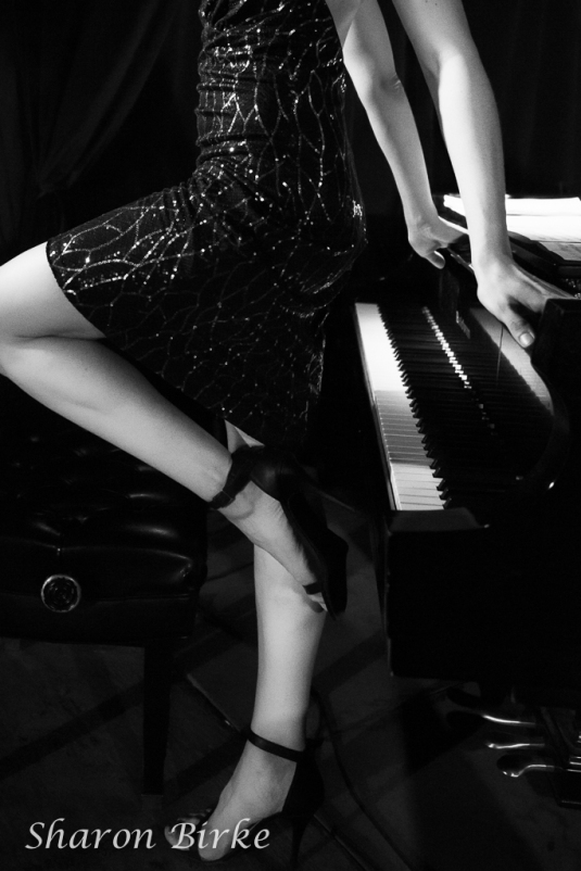 _S5A3838NYC-New-Jersey-Grand-Piano-Glamour-Portraits-Powerful-Goddess