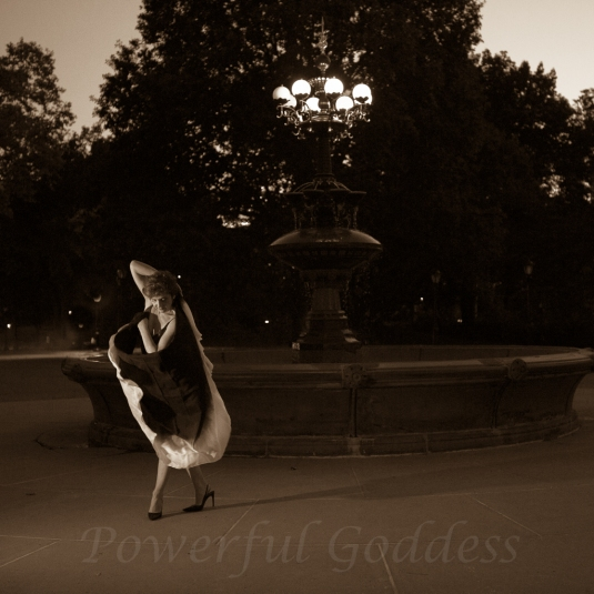 _S5A8027NYC-Central-Park-Fountain-Glamour-Portraits-Powerful-Goddess
