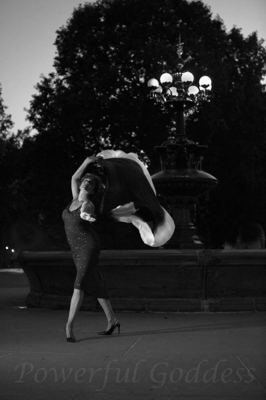 _S5A8050NYC-Central-Park-Fountain-Glamour-Portraits-Powerful-Goddess