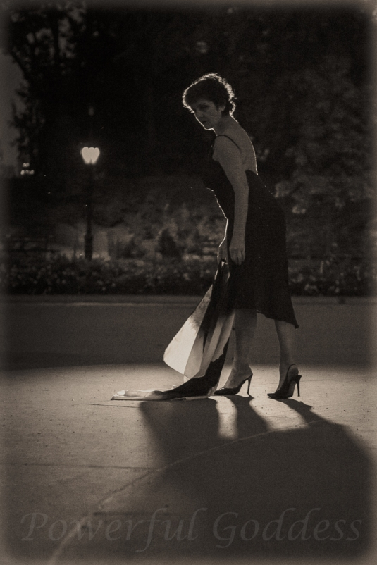 _S5A8076NYC-Central-Park-Fountain-Glamour-Portraits-Powerful-Goddess
