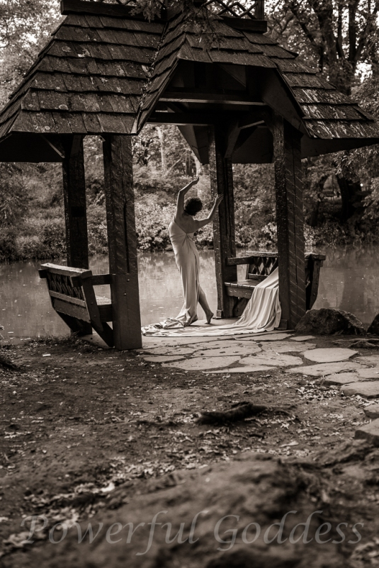 _S5A7927NYC-Central=Park-Lake-Glamour-Powerful-Goddess-Portraits-Sharon-Birke