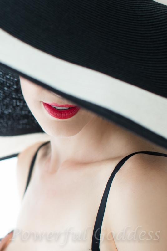 _S5A6108NYC-NJ-Summer-Hat-Glamour-Boudoir-Portraits-Powerful-Goddess-Portraits-Sharon-Birke-2