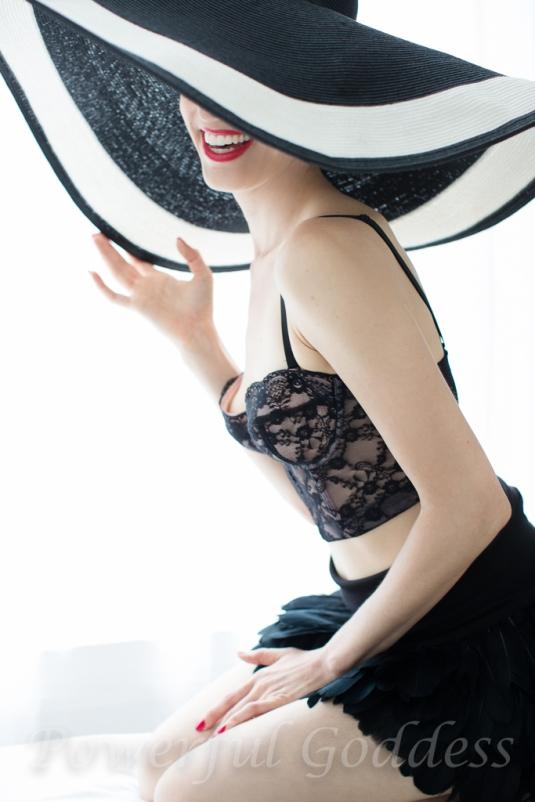 _S5A6113NYC-NJ-Summer-Hat-Glamour-Boudoir-Portraits-Powerful-Goddess-Portraits-Sharon-Birke