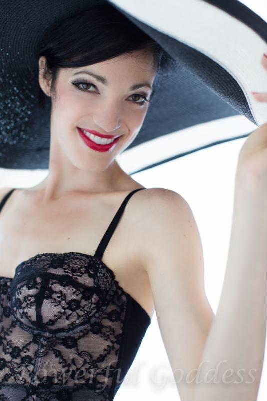_S5A6148NYC-NJ-Summer-Hat-Glamour-Boudoir-Portraits-Powerful-Goddess-Portraits-Sharon-Birke