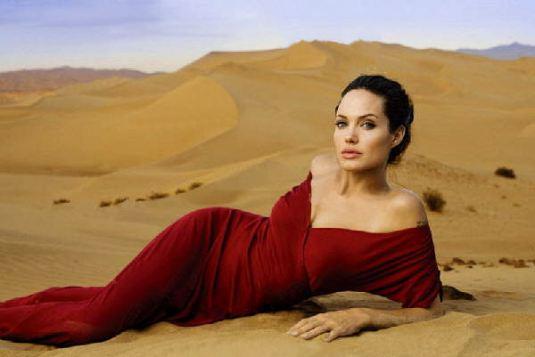2007_Angelina_Jolie_Annie_Leibovitz_07