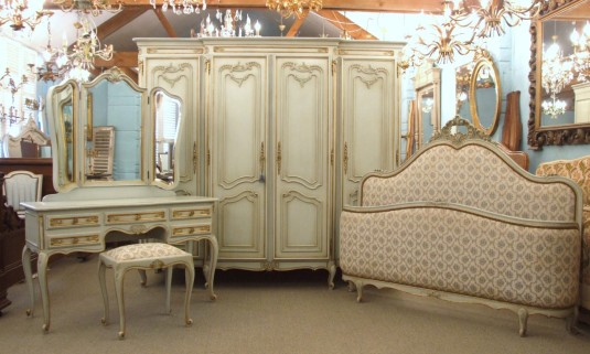 antique-french-furniture-11