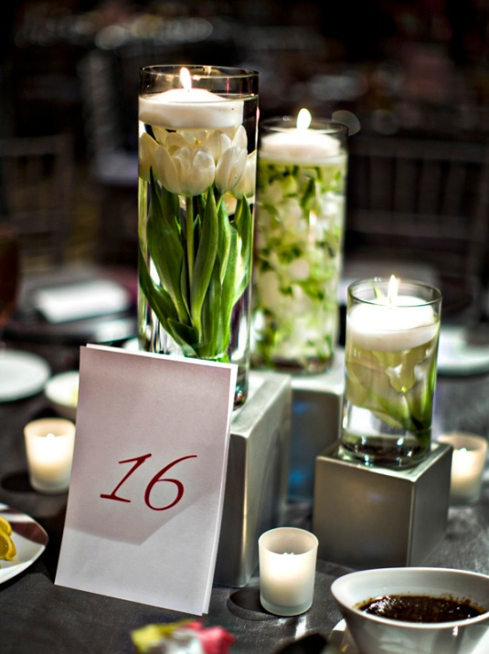 submerged-flowers-floating-candle-centerpiece-party-giveaways