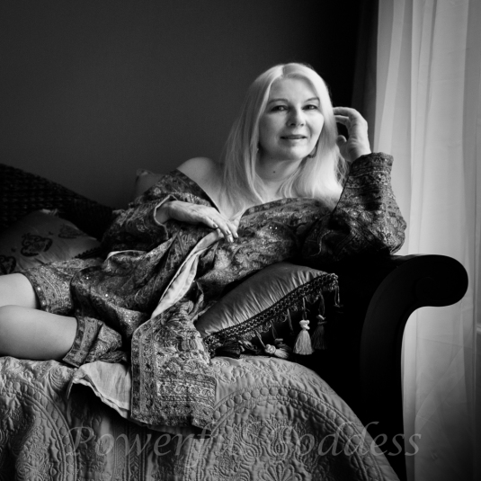 _S5A6956-New-York-New-Jersey-Turquoise-Robe-Glamour-Boudoir-Powerful-Goddess-Portraits-Sharon-Birke-2