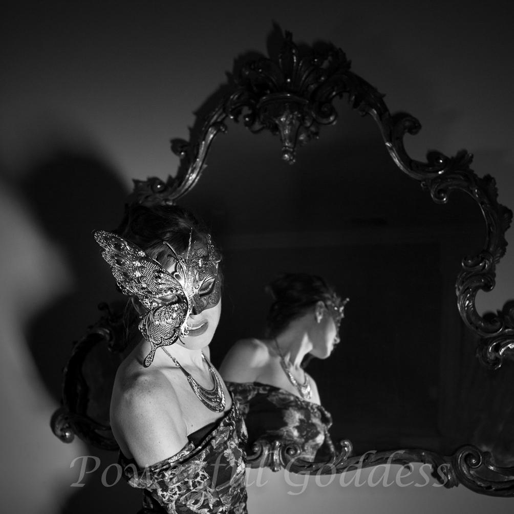 _s5a0268-new-york-new-jersey-butterfly-mask-glamour-boudoir-powerful-goddess-portraits-sharon-birke