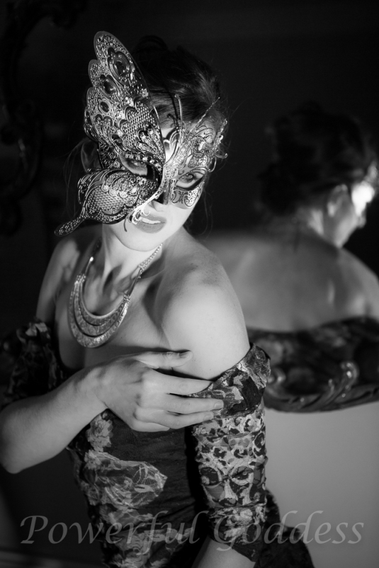 _s5a0275-new-york-new-jersey-butterfly-mask-glamour-boudoir-powerful-goddess-portraits-sharon-birke-2