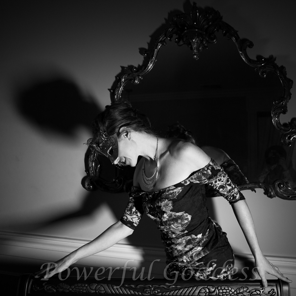 _s5a0279-new-york-new-jersey-butterfly-mask-glamour-boudoir-powerful-goddess-portraits-sharon-birke-2