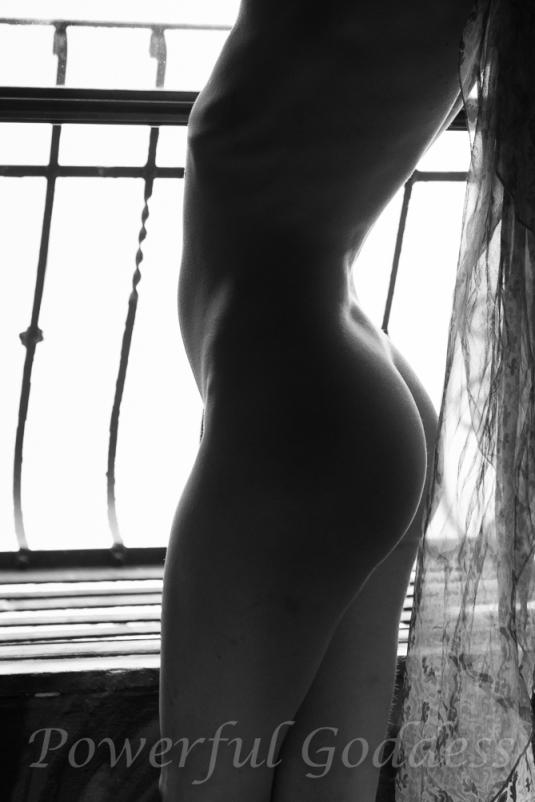 _s5a5821-nyc-nj-fire-escape-nude-powerful-goddess-portraits-sharon-birke