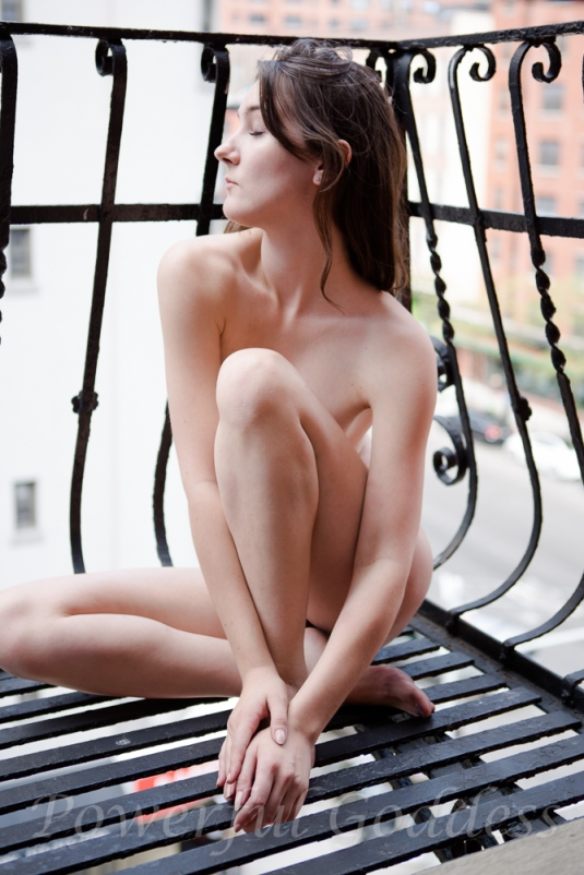 _s5a5847-nyc-nj-fire-escape-nude-powerful-goddess-portraits-sharon-birke
