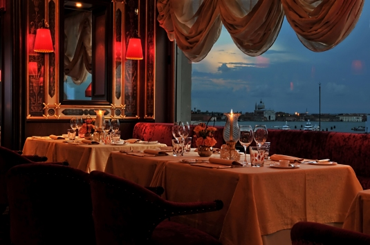 Venice-Restaurant-Terrazza-Danieli-at-dusk
